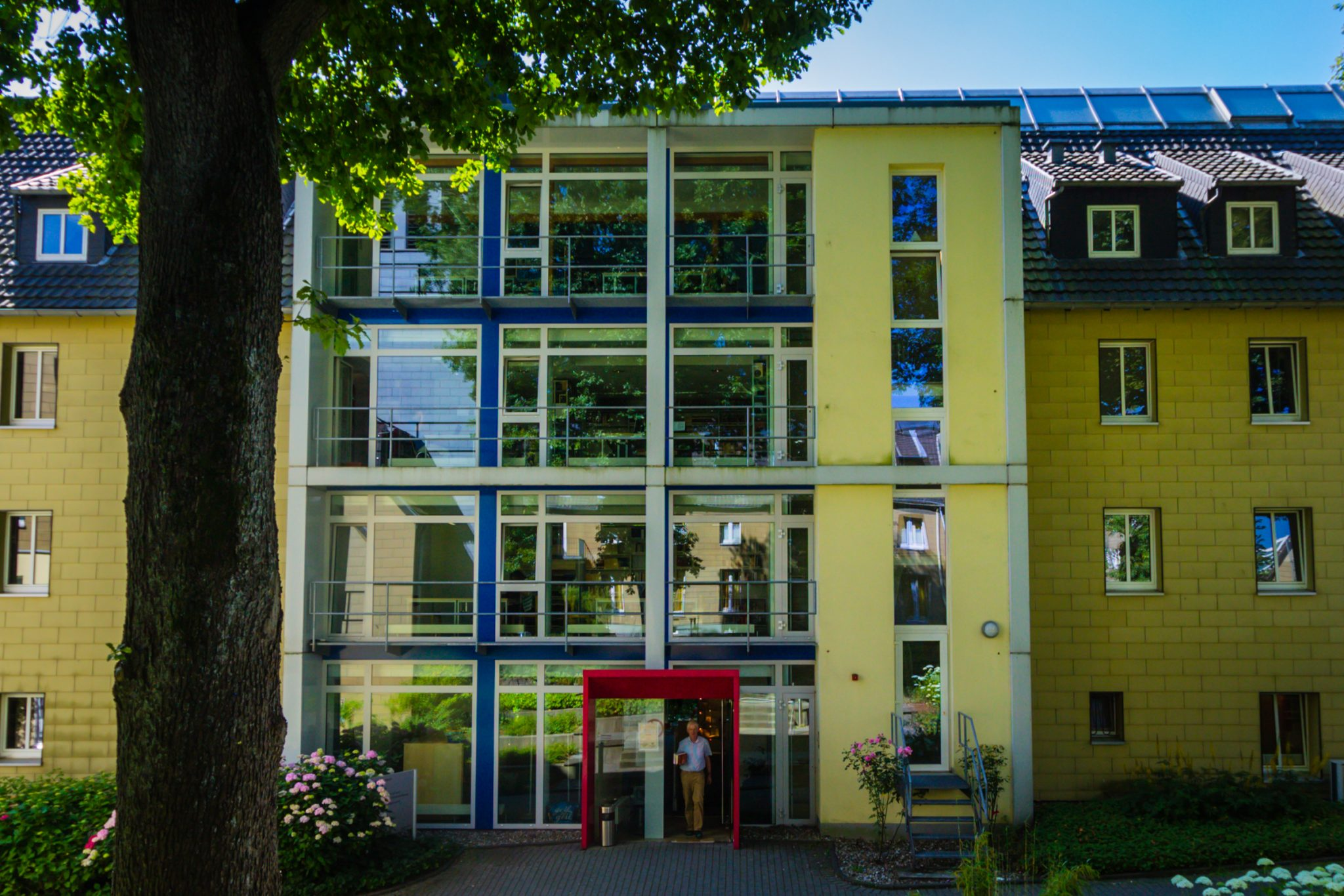 c4b63636152f9d The HLB Wuppertal is an Institution for Theological research and a public  library. It serves the research